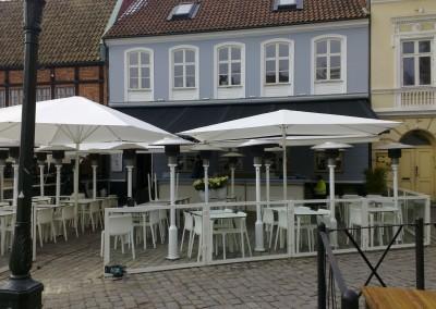 Vita Schattello parasoller till Izakaya Koi i Malmö
