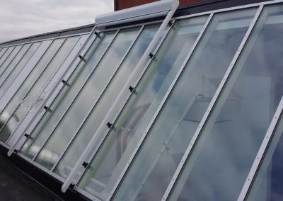 Harol VZ510 monterat som mörkläggning på takfönster.