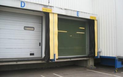 Motoriserat flugnät i lastintag