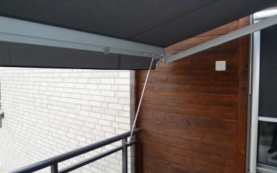 Lunex Vindstag 80-120 cm kan tex fästas i balkongräcket