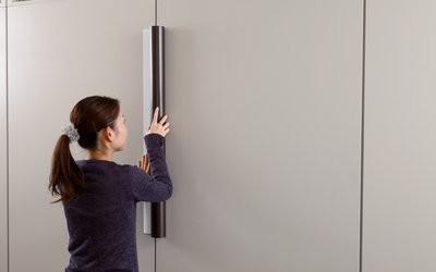 3m Whiteboardfolie finns med magnetisk baksida för enkel montering.